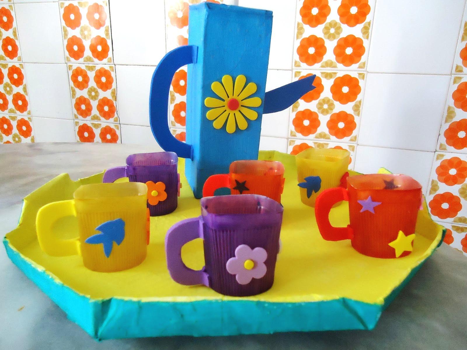 Feito Brinquedos De Material Reciclado