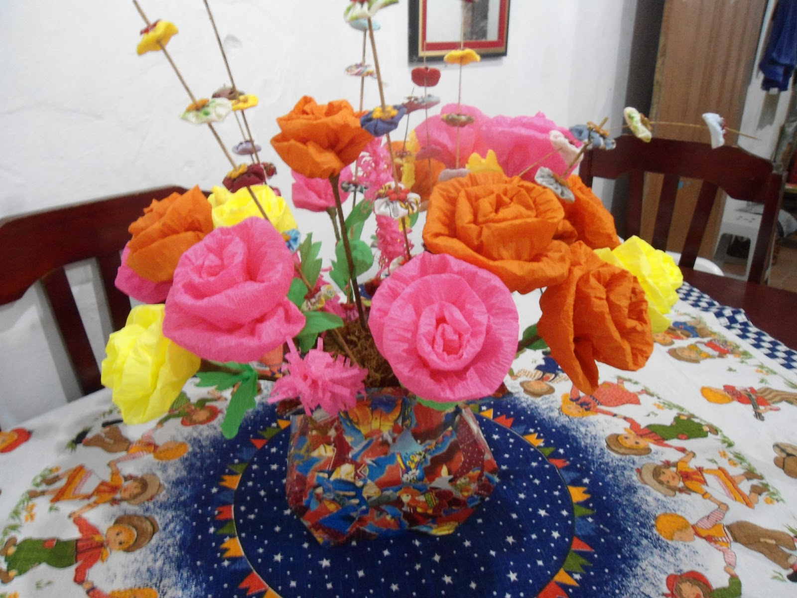 Como fazer flores de papel crepom 08
