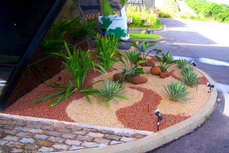 Jardins decorados com pedras 04