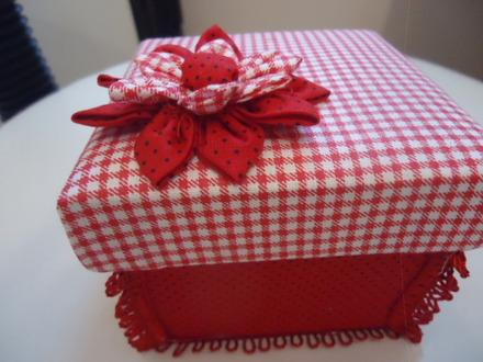 Caixa de presente forrada com tecido 10
