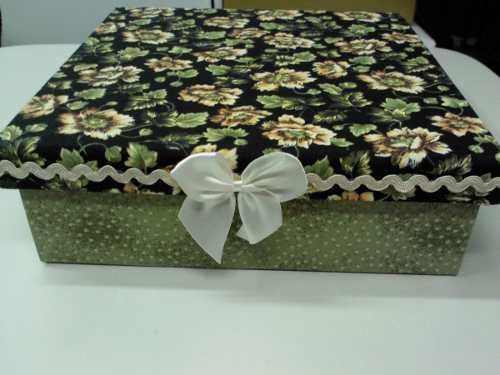 Caixa de presente forrada com tecido 12
