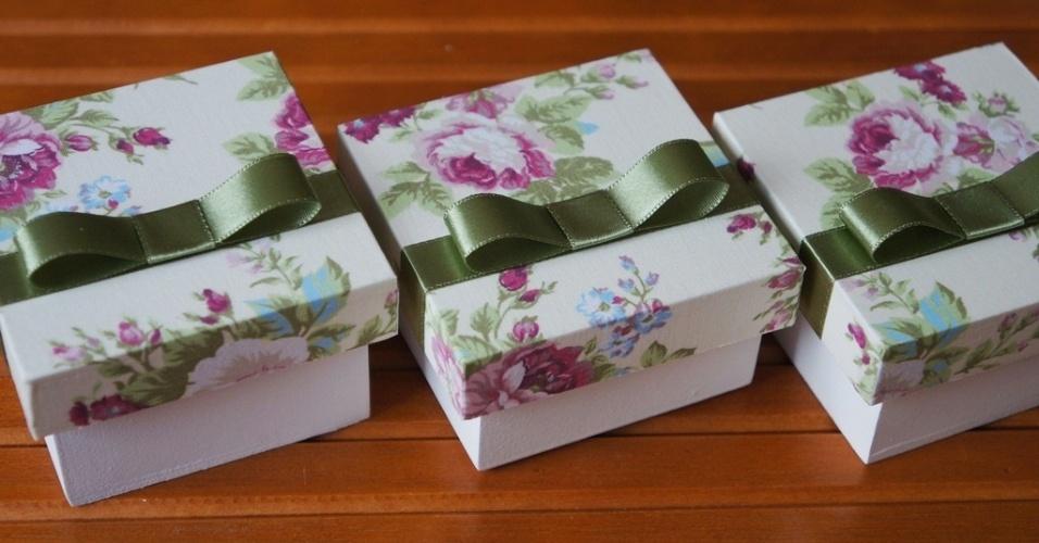 Caixa de presente forrada com tecido 14