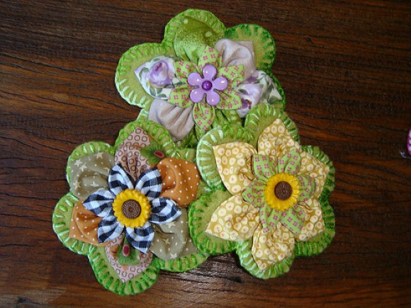 Como fazer flores de fuxico 03 (Custom)