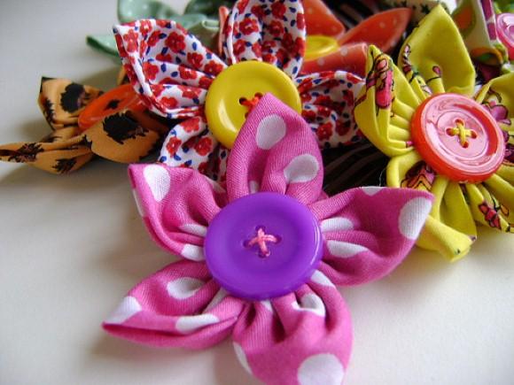Como fazer flores de fuxico 09 (Custom)