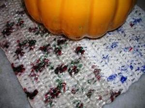 Saiba como fazer tapete de sacola plástica 003