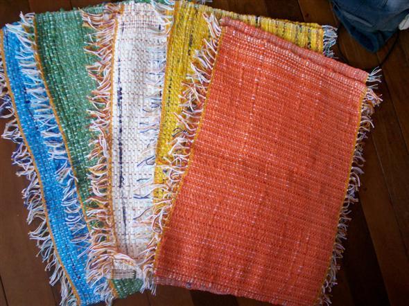 Saiba como fazer tapete de sacola plástica 005