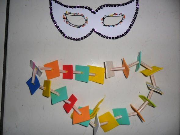 Colar artesanal de carnaval 004