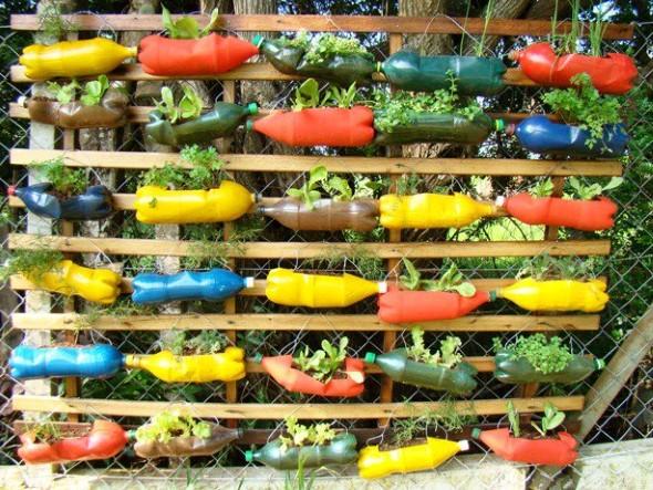 Seguem abaixo alguns modelos de horta feita com garrafas PET, em