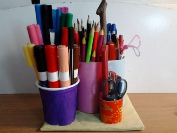 Porta canetas de material reciclado 012