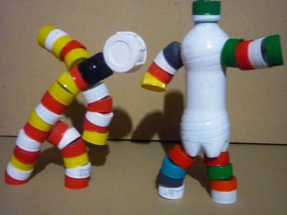 Como fazer boneco com tampinhas de garrafa 007