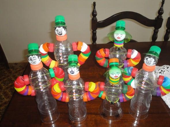 Como fazer boneco com tampinhas de garrafa 011