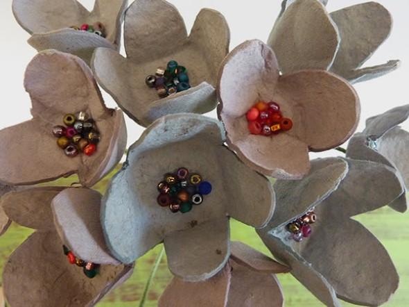 Flores de caixa de ovos 011