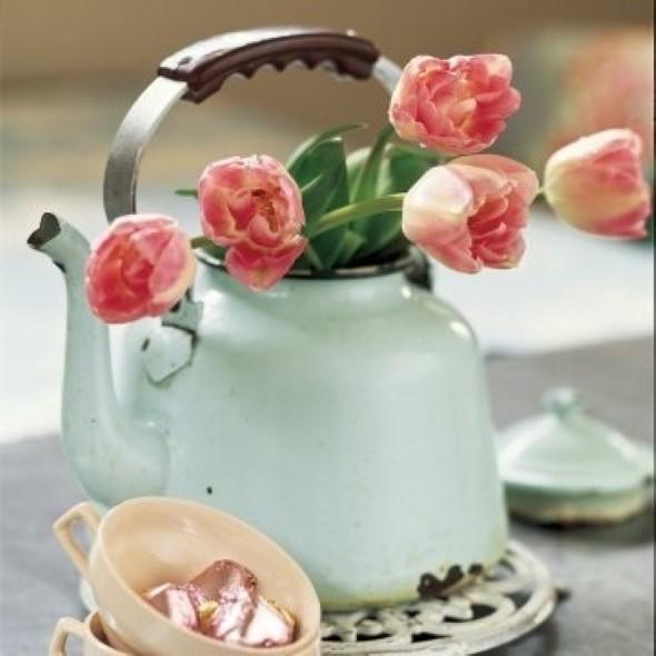 Vasos feitos com bules e chaleiras antigas 002