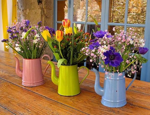 Vasos feitos com bules e chaleiras antigas 006