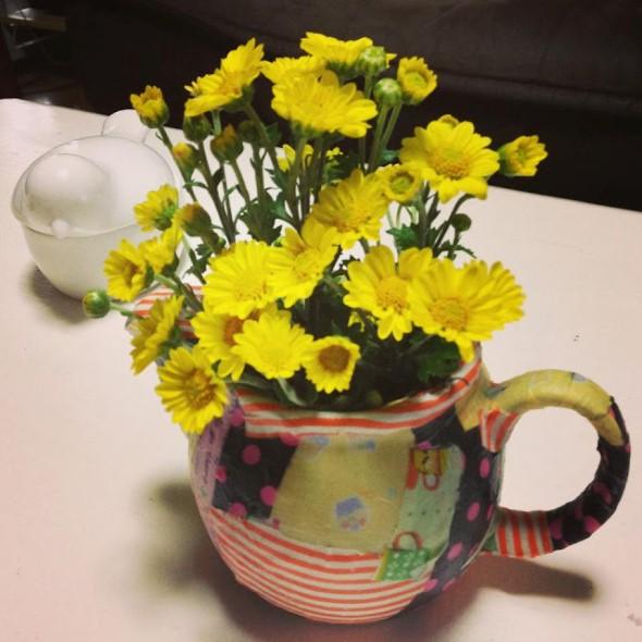 Vasos feitos com bules e chaleiras antigas 010