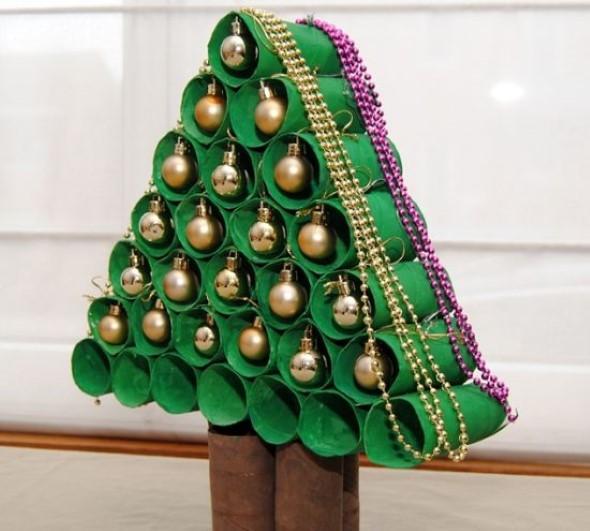 Árvore de Natal de material reciclado 015
