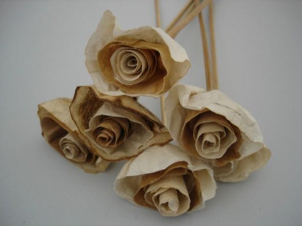Como fazer flores com filtro de café 008