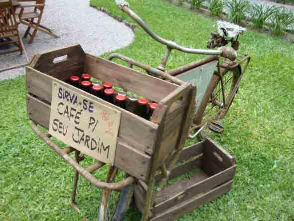 Caixotes de feira no jardim 001
