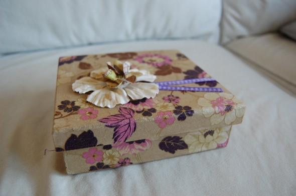 Como decorar caixas MDF com papel 011