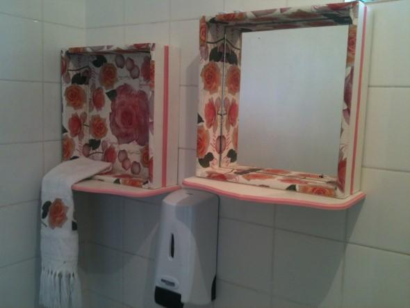Como fazer um armário com gavetas antigas -> Banheiro Decorado Com Reciclagem