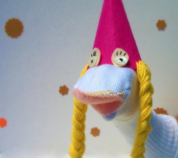 Como fazer um boneco com meias de algodão 006