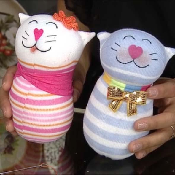 Como fazer um boneco com meias de algodão 013