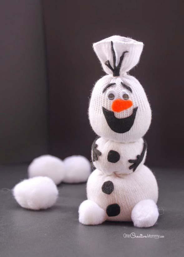 Como fazer um boneco com meias de algodão 015