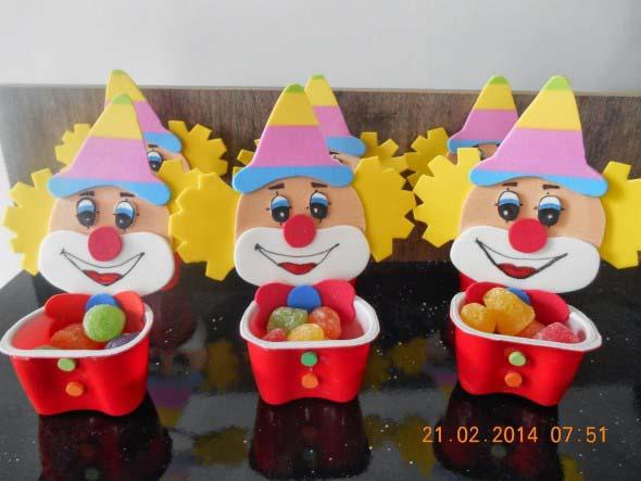 Artesanato com potes de iogurte 012