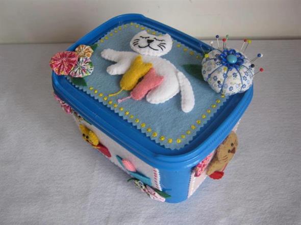 Como fazer um porta-treco com potes de sorvete 004