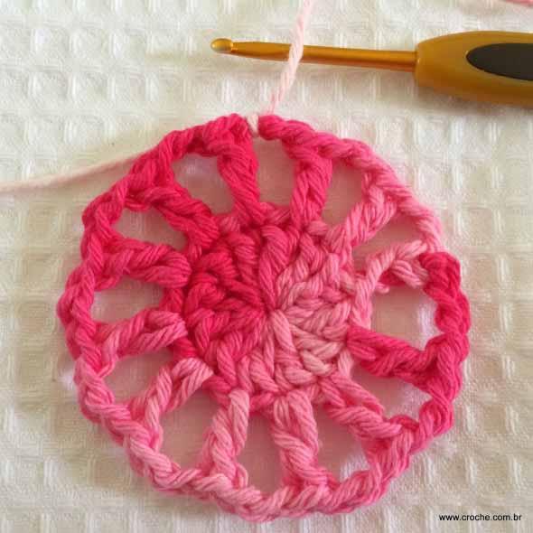 como-fazer-flor-de-croche-002
