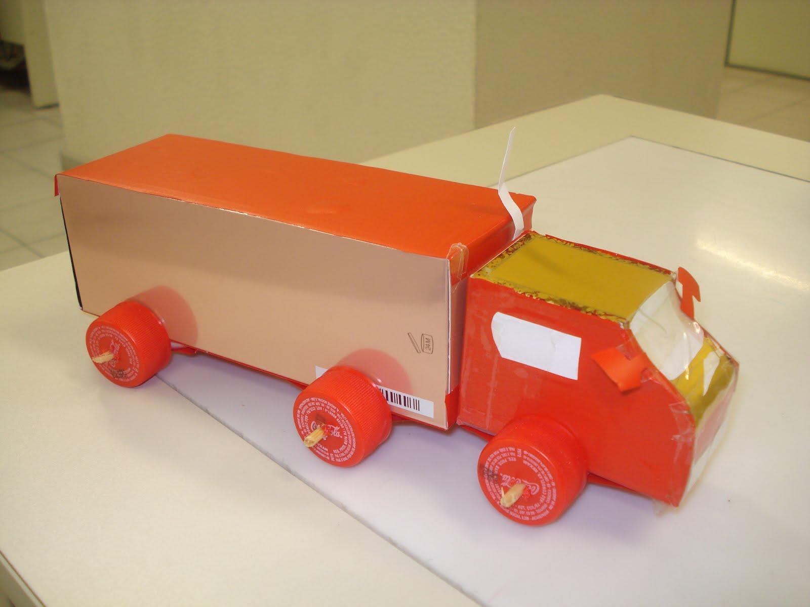 Brinquedos com material reciclado 8
