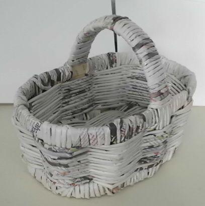 Como fazer cesto de jornal 11