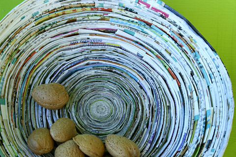 Como fazer cesto de jornal 13