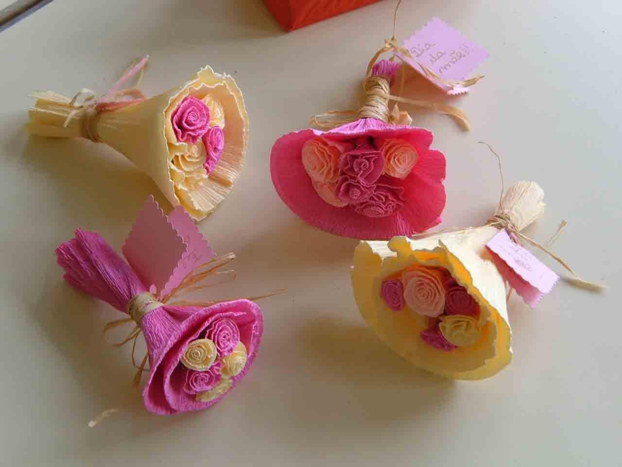 Como fazer flores de papel crepom 03