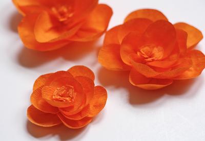 Como fazer flores de papel crepom 06