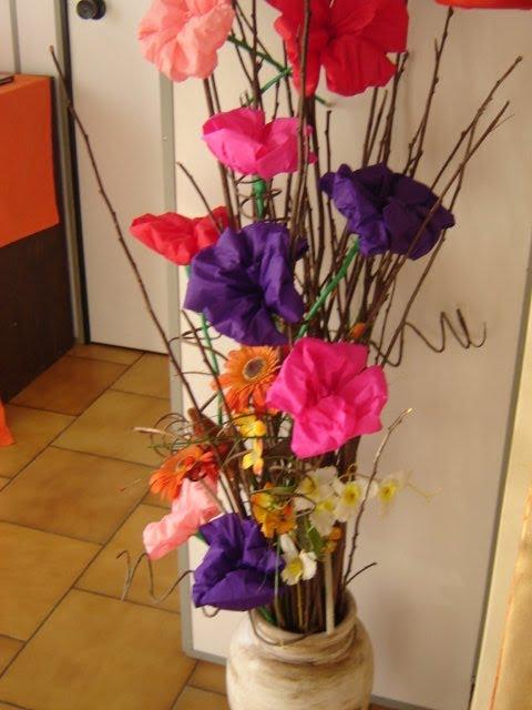 Como fazer flores de papel crepom 11