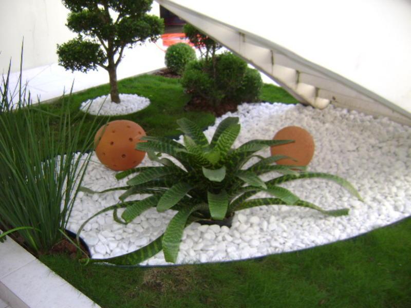 Jardins decorados com pedras 03