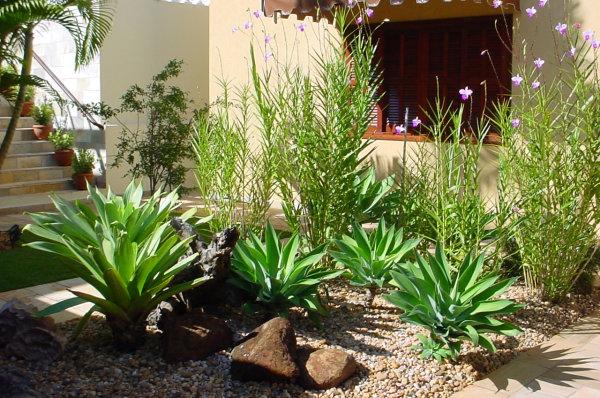 Jardins decorados com pedras 16
