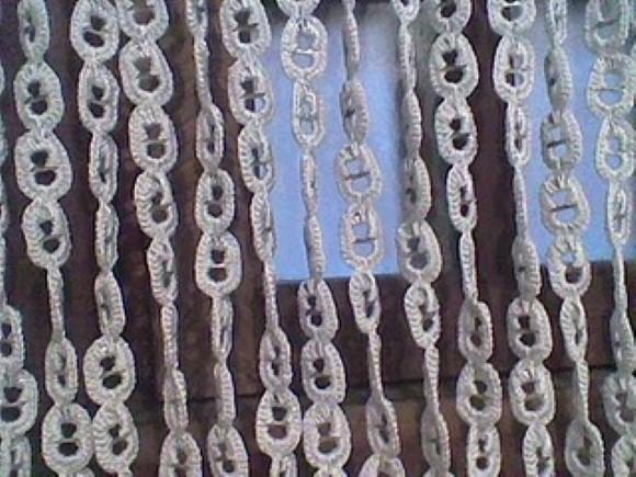 Cortina artesanal de material reciclado 011
