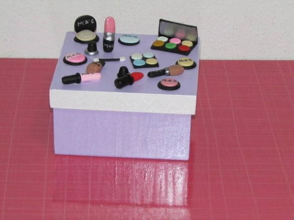 Caixa de maquiagem enfeitada com Biscuit