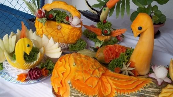 Esculturas em frutas para enfeitar sua mesa de natal 004