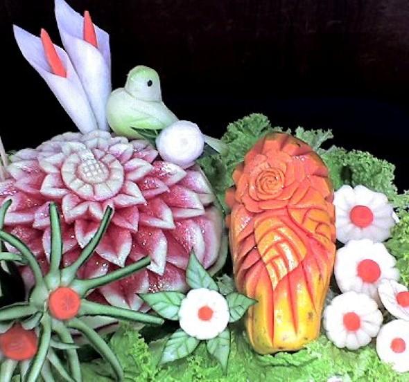 Esculturas em frutas para enfeitar sua mesa de natal 007