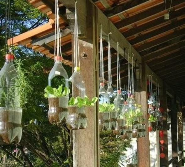 Objetos artesanais na varanda 001
