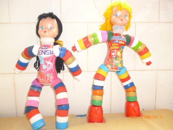 Como fazer boneco com tampinhas de garrafa 004