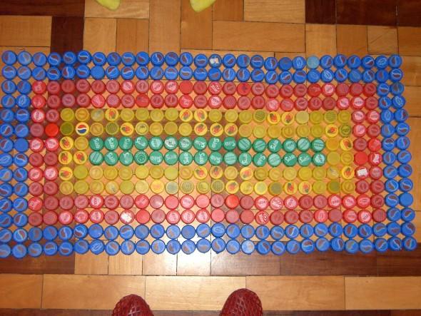 Objetos artesanais de tampinha de garrafa 012