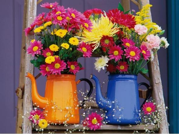 Vasos feitos com bules e chaleiras antigas 008