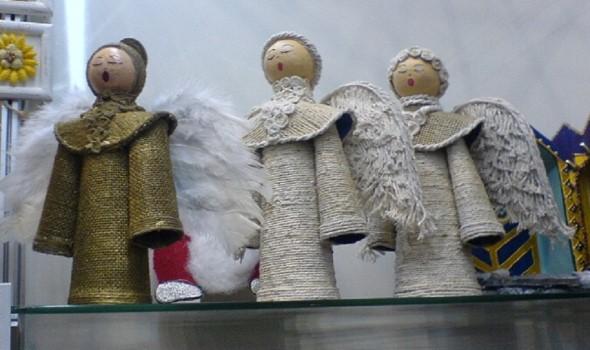 Como fazer anjinhos natalinos 013
