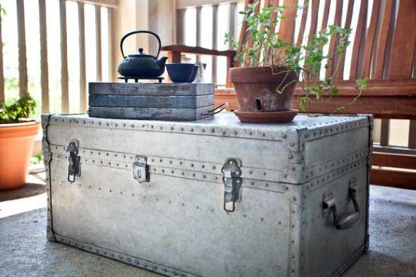 Artesanato com malas e baús antigos 011