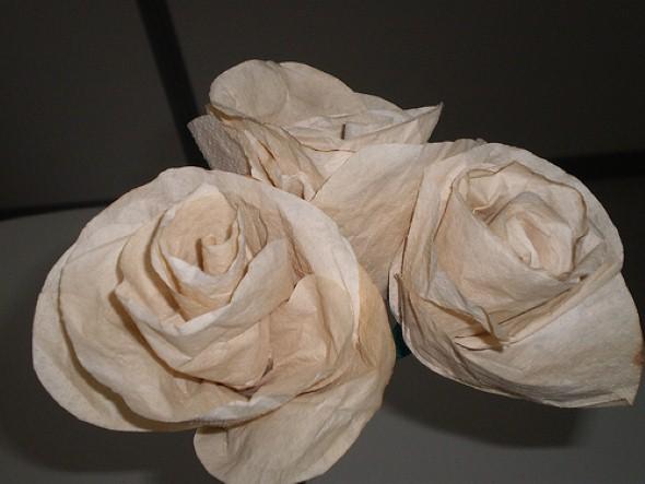 Como fazer flores com filtro de café 001