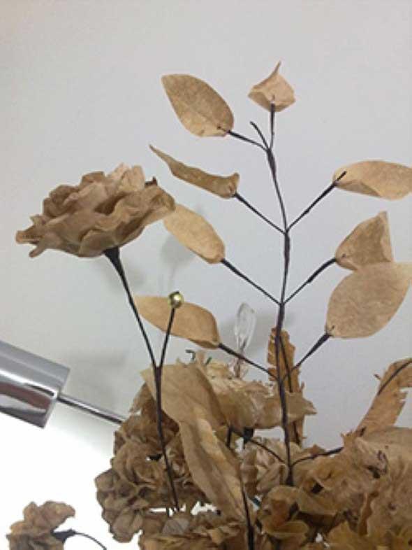 Como fazer flores com filtro de café 002